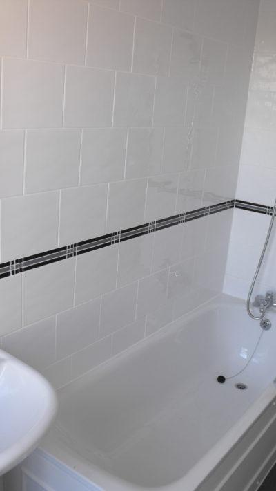 bathroom, tub, accent tiling