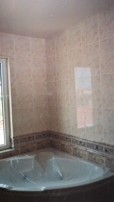hot tub, bathroom wall tiling